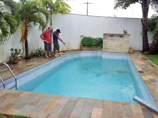 Dicas podem ajudar donos de im veis com piscina a gastar menos gua sanepar - Agua de piscina ...