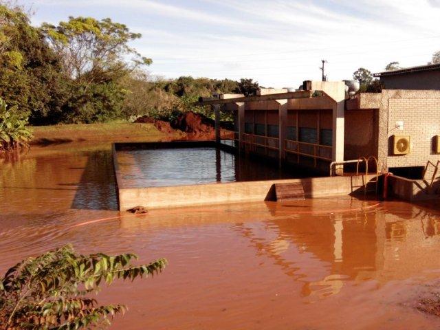 Sanepar continua os trabalhos para recuperar sistemas de for Recuperar agua piscina verde