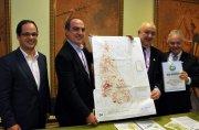Mounir Chaowiche apresenta os resultados do trabalho do GGRI para o prefeito